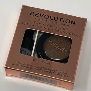 🆕✨ Makeup Revolution Flawless Foils In Overcome